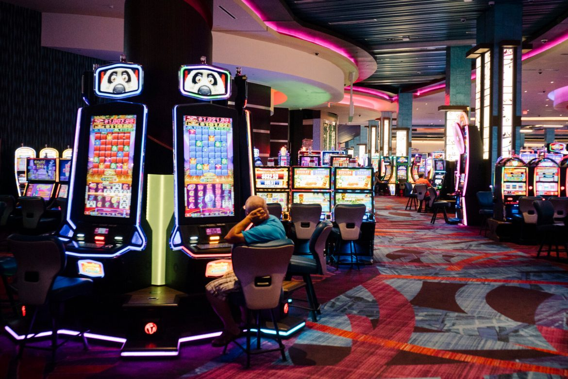 What Must You Consider Before Playing Online Casino Games?
